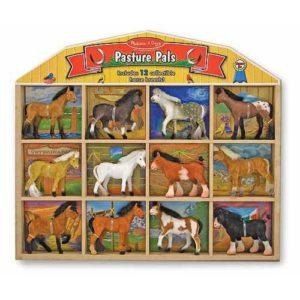 набор игрушечных лошадок в коробке melissa doug