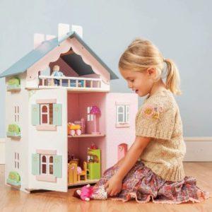 небольшой кукольный домик