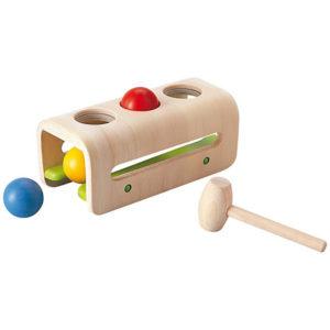 деревянная забивалка с шариками и молоточком plan toys